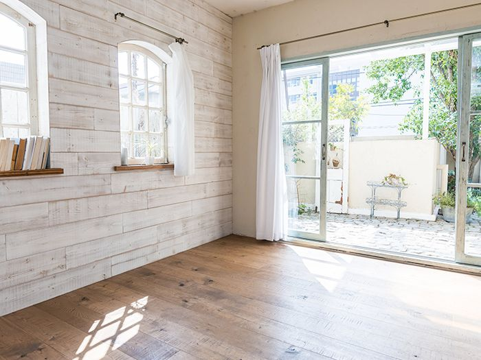 カントリー調の白を基調とした部屋